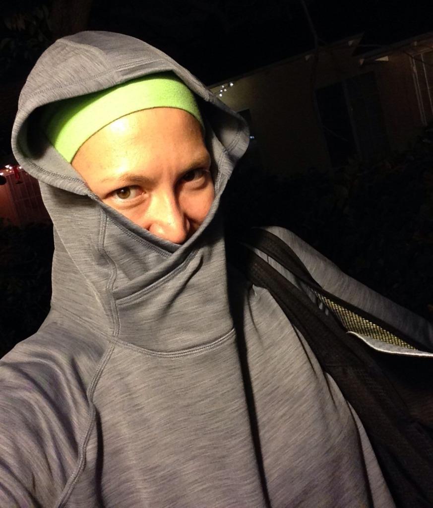 Más o menos así estoy saliendo a correr por las noches.  ¡Hace frío... y aún no ha llegado de lleno el invierno!