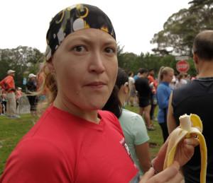 Me comí un banano justo antes de salir.  Me encanta como Jota captura los momentos :P
