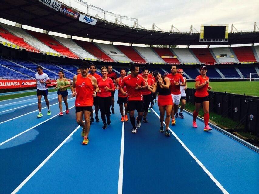 Estos muchachos se dan el lujo de entrenar en la pista atlética del Estadio Metropolitano de Barranquilla. ¡Todo un honor!