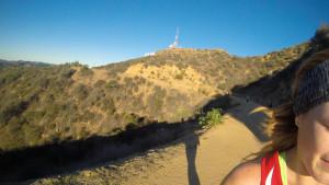 En el fondo, cerca a la antena, se alcanza a ver el letrero blanco de Hollywood.