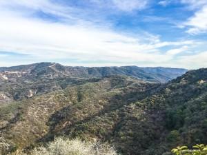 Estas montañas quedan a 5k del apartamento nuevo. Ya quiero ir a correr por allá, son 40k aproximadamente de trails. :O