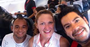 Con Pedro en el avión Medellín-Bogotá, luego de la Maratón de las Flores. Ese día nos dio cátedra de Ironman! Loved it!
