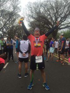Con la medalla de sus primeros 42k en el cuello!